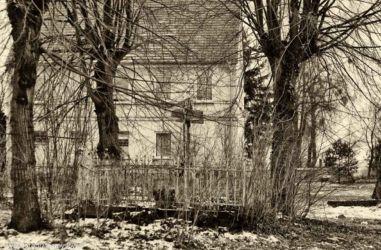 zabytki-opolszczyzny-smogorzow-grob-biskopow-107